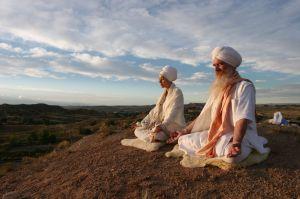 kundalini-yogis-meditating